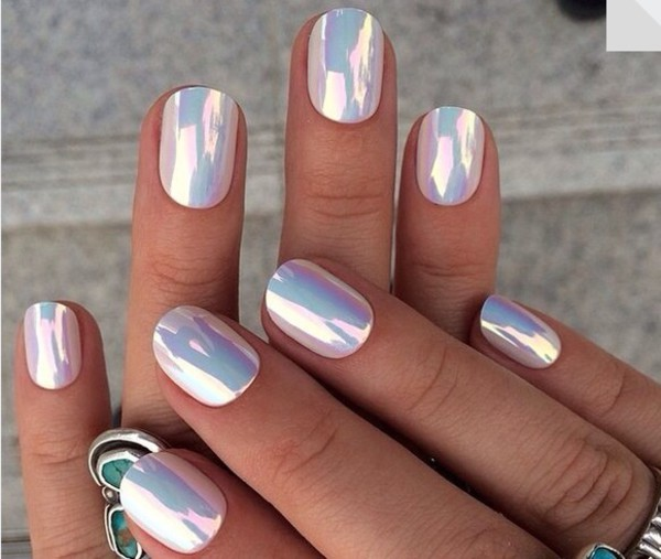 nail polish hippie rad holographic metallic nails white nails withe nails nail accessories nail art nail polish pearl white pearls extraordinary finger nails special wow fashion fake nails plane shiny beautiful classy trendy beach shell style grunge tumblr
