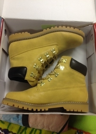 Chain work boots