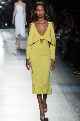 dress cushnie et ochs plunge dress sandals runway ny fashion week 2017 fashion week 2017 midi dress