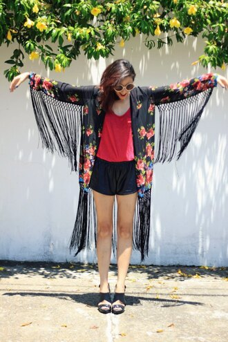 my name is glenn blogger shorts sunglasses fringes kimono black shorts