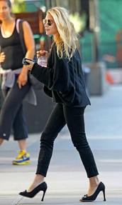 ashley olsen,sweater,shoes,pants