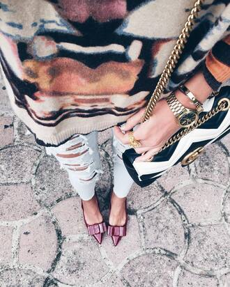 bag tumblr printed bag chain bag gucci gucci bag sweater printed sweater denim jeans blue jeans ripped jeans pointed toe