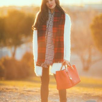 scarf jeans shoes sweater bag cardigan blogger tartan bag fuzzy coat crimenes de la moda white coat scarf red