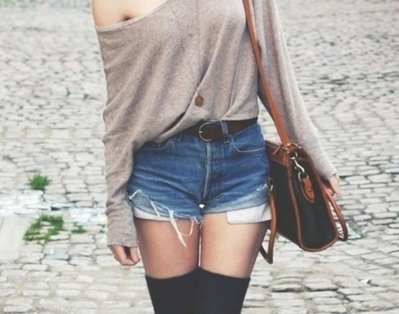 lose sweater bag shorts beige t-shirt thigh high socks grey loose fitting edgy shoes bags belt pants cut off shorts jeans shorts hotpants hotpans denim hotpant denim hotpants summer pants jeans pants jeans girly summer summer outfits long hair hair