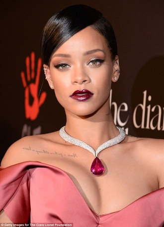 dress necklace purple silver necklace silver jewelry accessories jewelry fashion rihanna rihanna necklace elegant diamonds diamond necklace