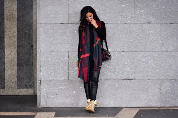 satisfashion blogger scarf sweater pants jewels shoes