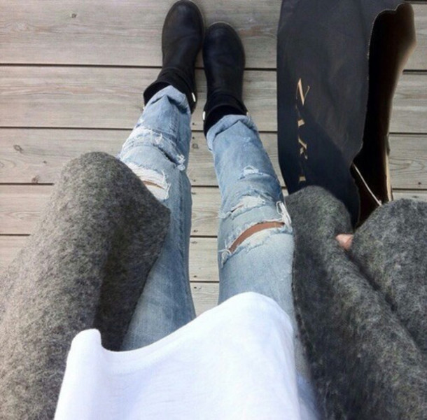 jeans ripped cardigan style pants jacket ripped jeans coat vintage fashion blue jeans grey coat zara black shoes shoes denim pants topshop urban outfitters clothes light denim ripped jeans grey cardigan white top zara bag classy black ankle boots grey sweater belt light blue jeans