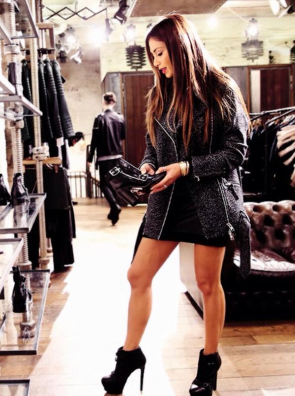 coat shoes t-shirt shirt heels nike top jacket denim pants cardigan jeans leggings blouse dress jumpsuit skirt sweater jewels bag black high heels
