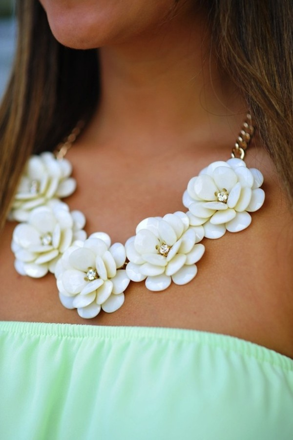 jewels floral summer necklace flowers blue white flowers diamonds collier bijoux fleur blanc statement necklace flower necklace spring chain