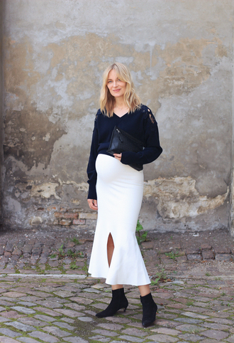 blameitonfashion blogger sweater bag ankle boots midi skirt clutch maternity fall outfits