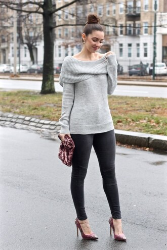 lamariposa blogger sweater jeans shoes bag jewels grey sweater high heel pumps pumps skinny jeans