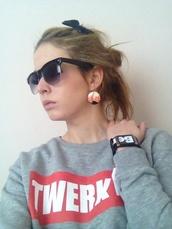 sweater,red,twerk it,sunglasses,bench