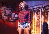 shirt,beyonce,red checkered shirt,shorts,jewels