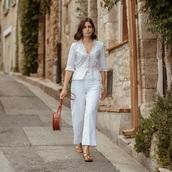 shoes,pants,top,white top,bag,white pants