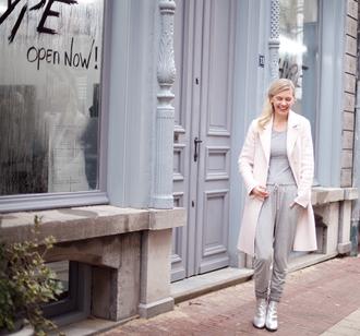 cocorosa blogger pink coat grey sweatpants silver shoes grey t-shirt