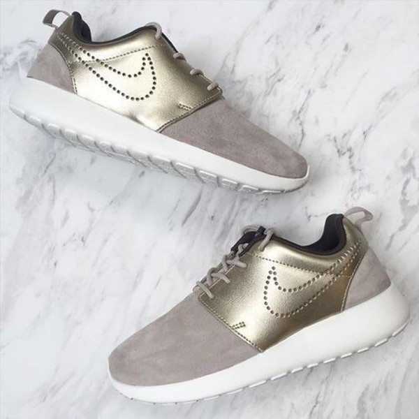 etc. Tres Laboratorio  Nike Wmns Roshe One Premium Suede (String / Metallic Gold Grain - Dark  Storm - Sail)
