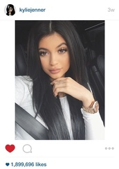 jewels,kylie jenner jewelry,jewelry,ring,rings and tings,crystal,kylie jenner,keeping up with the kardashians,gold,silver,silver ring,gold ring,acessories,accessories,bling,celebrity style,crystal ring,make-up,top,white top,celebrity,watch,eye makeup,nude lipstick,celebstyle for less