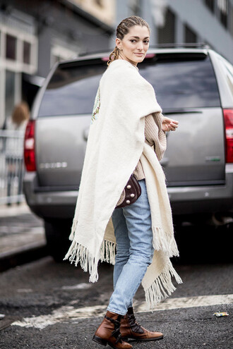 scarf nyfw 2017 fashion week 2017 fashion week streetstyle blanket scarf denim jeans blue jeans sweater beige sweater boots flat boots brown boots bag