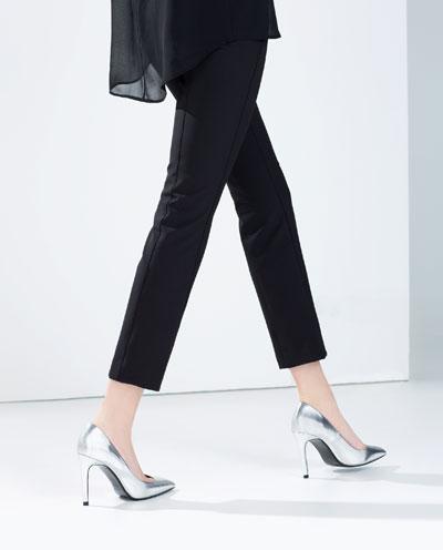 Laminated high heel court shoe