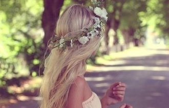jewels flower crown crown floral crown white flower crown flowers white pink pink dress old pink pastel acessories flower headband headband hippie headband hippie hippie chic cute blonde hair long hair hair accessory hairband flower hair hipster wedding wedding accessories country wedding