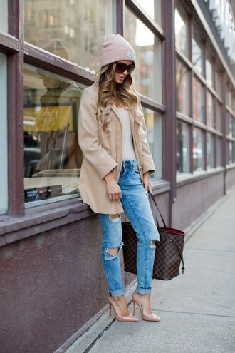 maria vizuete mia mia mine blogger hat sunglasses louis vuitton beanie beige coat ripped jeans nude heels white top