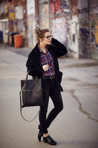 masha sedgwick blogger cardigan black bag black leather bag black jeans shirt