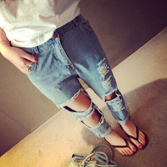 Ripped hole jeans