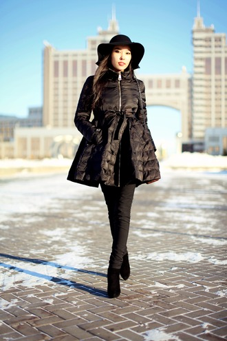 aibina's blog blogger down jacket black coat black jeans all black everything