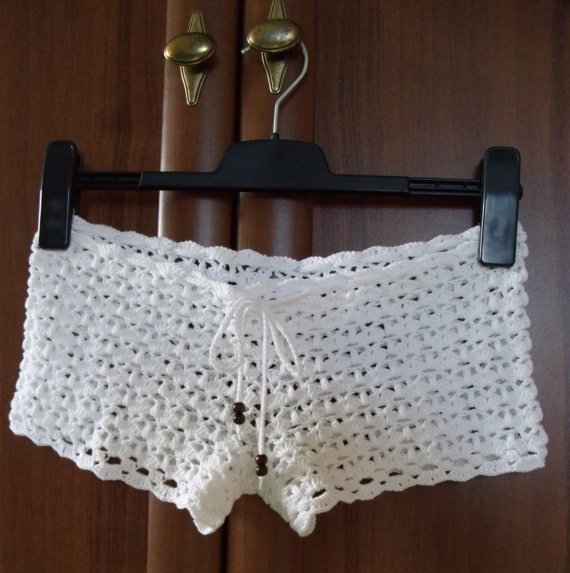 Main au crochet blanches femmes shorts hot pants