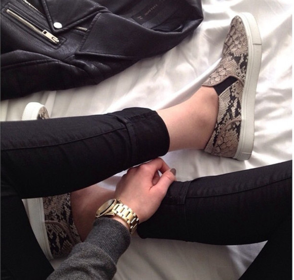 black pants shoes snake snake print snake print shoes animal print animal print shoes slip on shoes slip ons slip on sneakers sneakers watch leather jacket nail polish grey