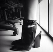 shoes,kylie jenner black heels,block heel,mule shoes