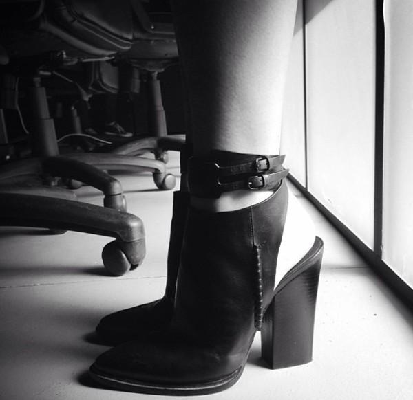 shoes kylie jenner black heels block heel mule shoes