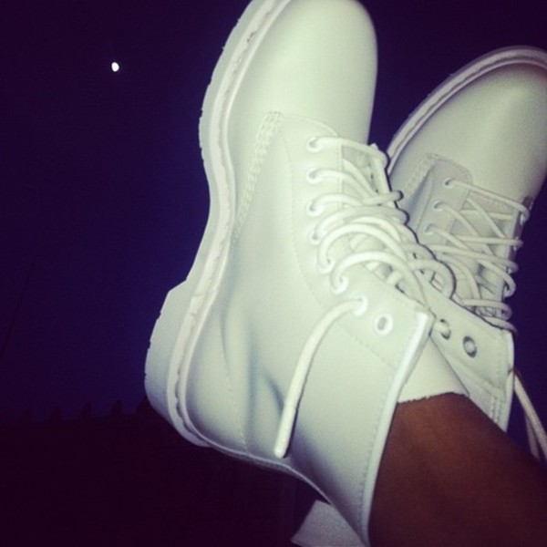 shoes these white boots lovely instagram tumblr ivory