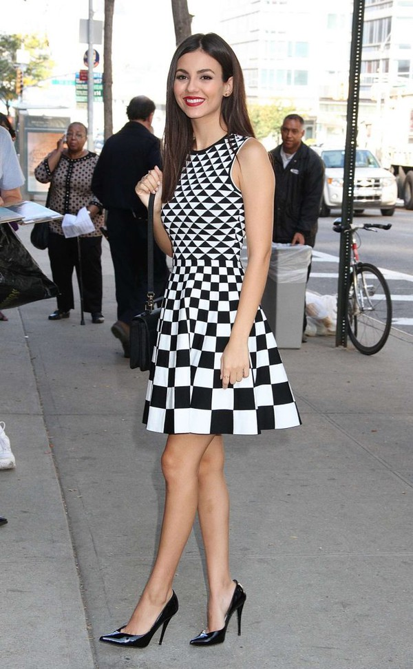 fc03525f39d93 dress patterned dress geometric black and white pumps victoria justice.
