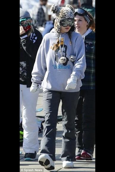 jacket hat comfy kylie jenner snowboarding leggings jeans gloves