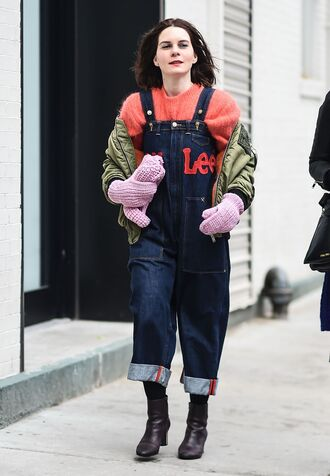 jeans nyfw 2017 fashion week 2017 fashion week streetstyle overalls dungarees denim overalls boots brown boots ankle boots tights opaque tights sweater red sweater jacket grey jacket bomber jacket khaki bomber jacket gloves knitted gloves 00s style