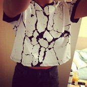 shirt,black and white,crackle,blouse,tank top,top,t-shirt,girl,print,short top,short sleeve,clothes,marble
