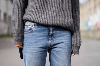 sweater grey sweater grey jeans style girly fashion sweet cute stripes pattern blue wash ripped skinny jeans simple plain christmas sweater christmas holiday season holiday fashion outfit new year's eve heels cosy knitwear knitted sweater long sleeves boyfriend jeans boyfriend sweater
