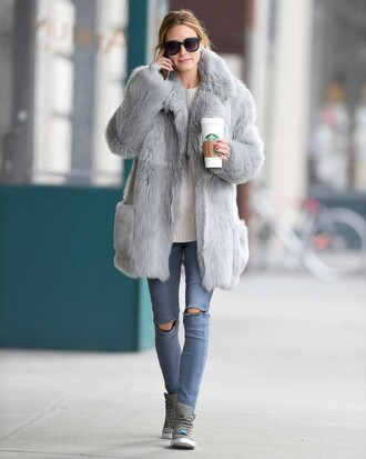 coat olivia palermo fur fur coat jeans fall outfits winter coat sneakers shoes big fur coat grey coat sunglasses black sunglasses grey jeans sweater white sweater grey sneakers streetstyle winter outfits winter look fuzzy coat