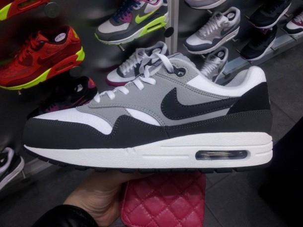 Ciudadano He aprendido Apoyarse  shoes, nike air, nike, grey, 90s style, black, white sneakers, fluffy,  cool, goth, pastel goth - Wheretoget