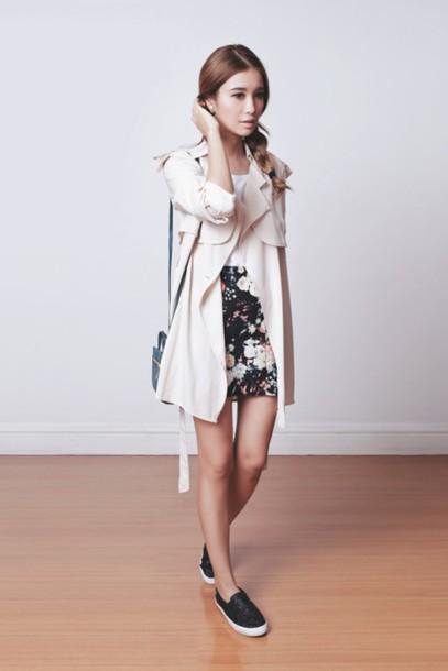 tricia gosingtian blogger trench coat floral skirt vans