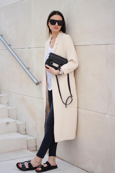 fashion vibe blogger sunglasses bag jeans t-shirt