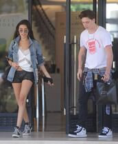 shorts,brooklyn beckham,madison beer,top,menswear,mens t-shirt,sneakers,denim jacket