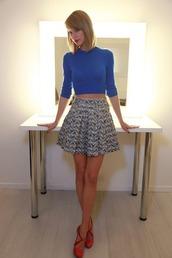 skirt,taylor swift,top,blue,crop tops,skater skirt,blue crop top,blue top,mini skirt,printed skirt,shoes,orange shoes,celebrity style,celebrity