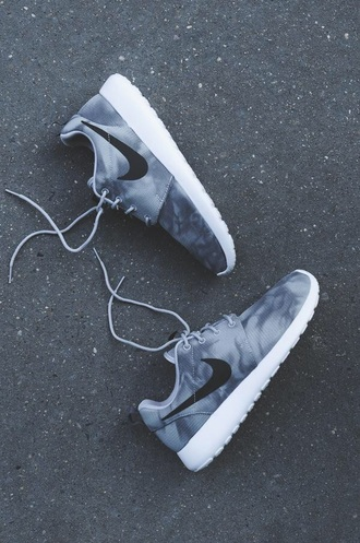 nike sneakers shoes nike sneakers grey nike shoes nike roshe run nike running shoes