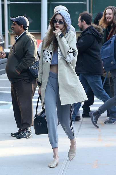 pants sweatpants grey crop tops gigi hadid model off-duty streetstyle fall outfits spring outfits