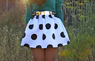 skirt polka dot skirt white and black skirt belt polka dots girly black white vintage retro cute outfit idea shirt gold gold belt black and white