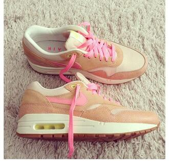 shoes sneakers rose beige nike nike sneakers