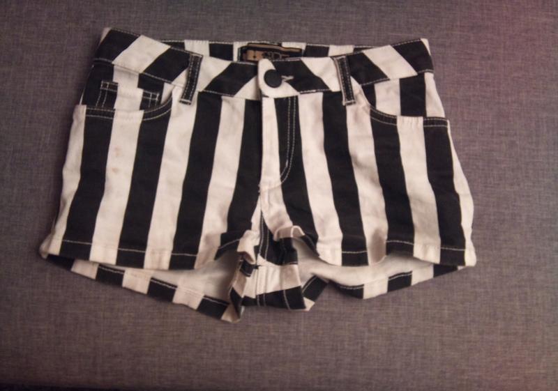 Mini short jeans à rayures horizontale noir et blanc - vinted.fr