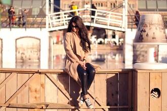 satisfashion blogger camel coat vinyl converse
